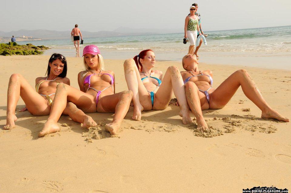 голые волейболистки на пляже фото
