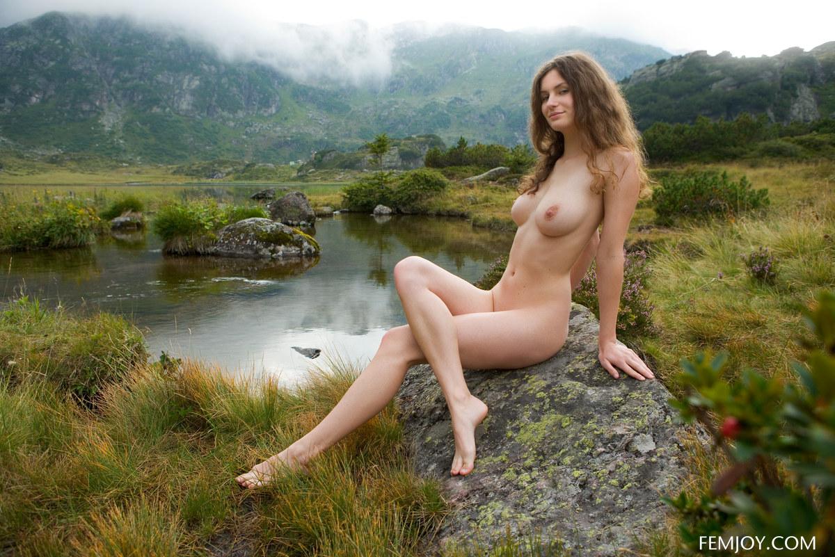 foto-erotika-devushki-na-prirode