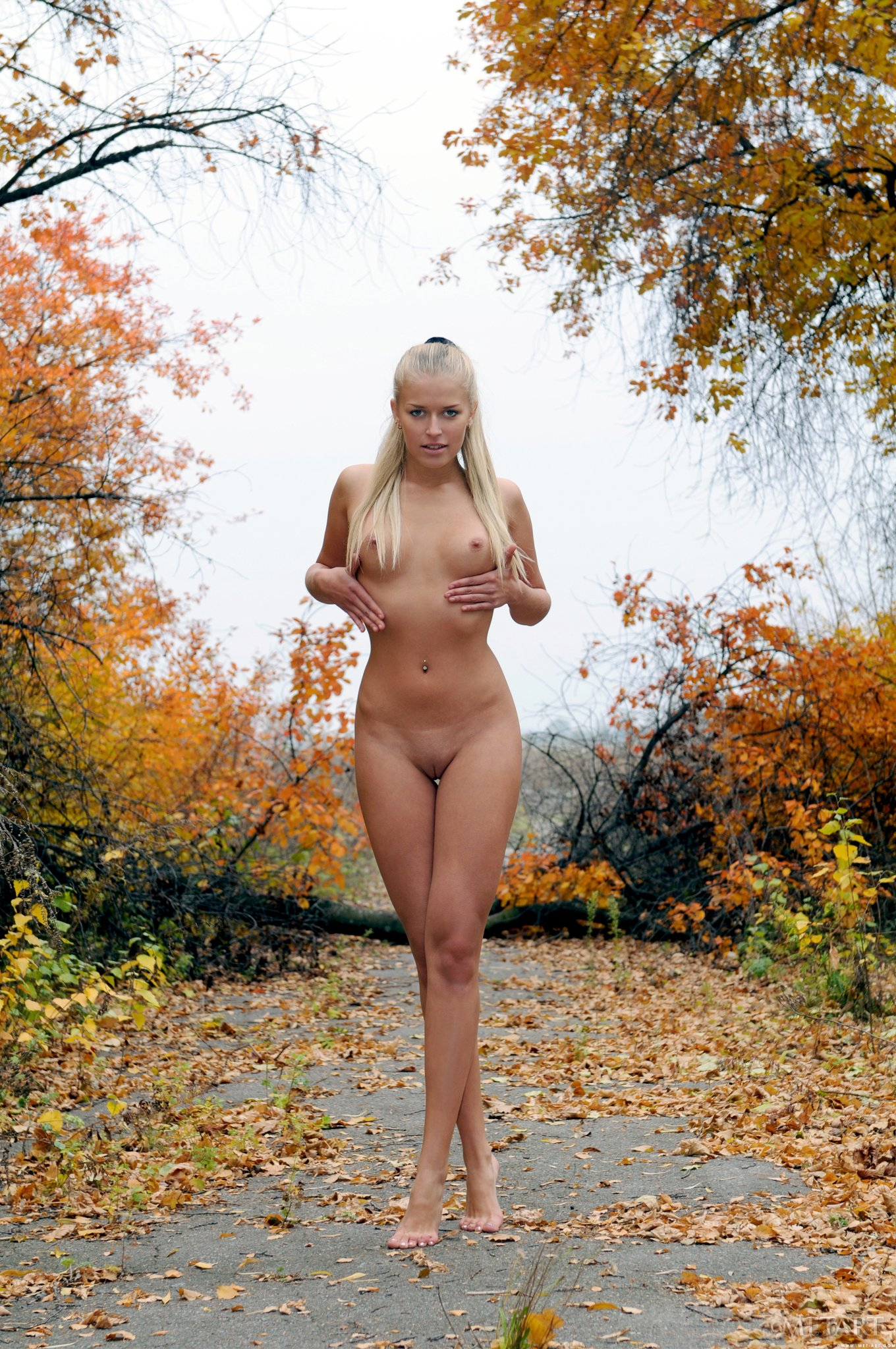 Красивые девушки на улице голые