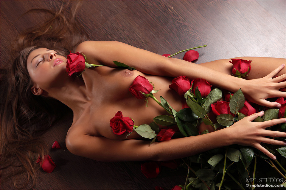 романтичные обнажённые женские фото