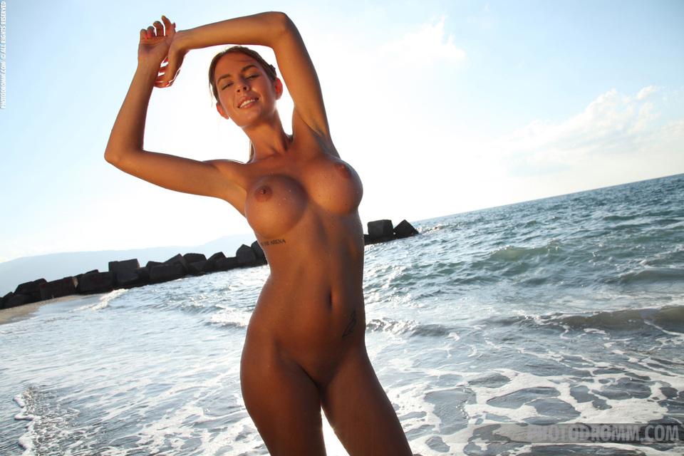 Фото голых упругих