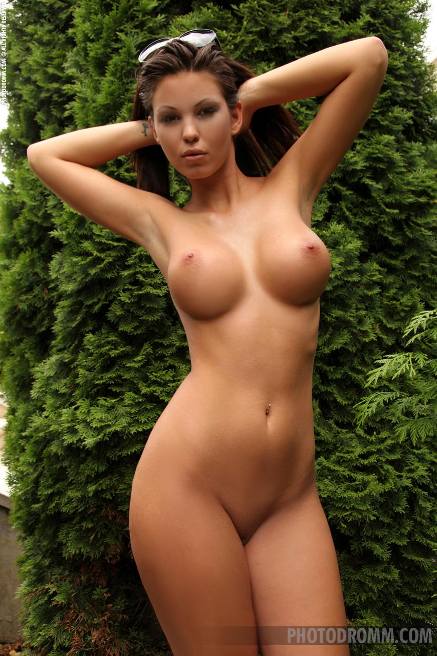 Длинноногие с огромной грудью